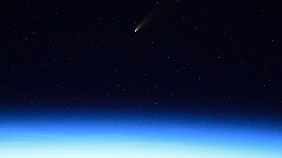 Russian cosmonaut takes picture of 'BRIGHTEST COMET' in 7 years as it passes close to Earth (PHOTOS)