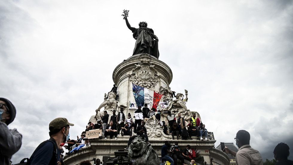 Charlie Hebdo calls for rally after terrorist beheading of French teacher in alleged payback for showing students profane cartoons
